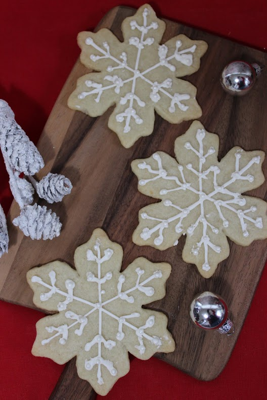 white-snowflake-cookies-main