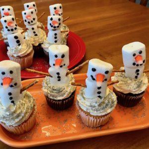 Simple & Sweet Snowman Cupcakes